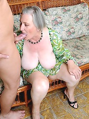 Very old granny got a juicy..